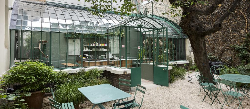 La serre du jardin où loge le salon de thé.